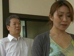 Madre japonesa obtiene coño lamido y follado profundamente