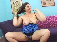 Marley Mason chubby babe con peludas pusy es follado en bruto