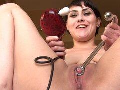 Chica con pezones grandes juguetes su grande clítoris ella misma haciendo gemir sexy - Audrey