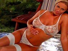 Una mirada impresionante en el cuerpo perfecto de Luci Victoria