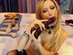 rubia hottie jugando con consolador y su culo en webcam. rubia hottie jugando con consolador y su culo en webcam