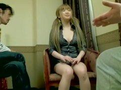 Asiática rubia con grandes tetas disfruta dicking hardcore Japon, puta rubia asiática con un par de aldabas verdaderamente encantador consigue su coño cerrado de golpe por una polla grande y se ve más bonito en este video hardcore Japon. al final ella con