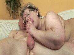 Abuela gorda quiere su polla