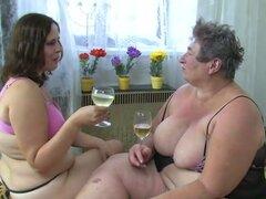 OldNanny Chubby mujer masturbarse con un juguete. Mujeres maduras gordas y gorda abuela masturban con un juguete