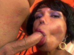 TrannySurprise - brisa fresca. Vinny se reunió con esta sexy Latina transexual llamada Brisa. Era tan, bastante y tenía que fumar caliente cuerpo. Tetas de brisa eran agradable y madura, y tenía un culo increíble. Vinny y Brisa no perdieron tiempo chupand