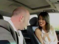 Francés-árabe niña teniendo sexo en un coche sexo - vpkat.com