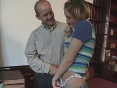 Hombre experimentado ofrece a la chica inocente con su schlong largo - Sheena Chase