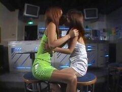 Japonés Ángeles amor insondable dando un beso, bellezas japonesas amor dando un beso a todos los demás, luego otros cuties a amarla