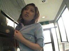 Verdad o atrevimiento puede ser difícil para esta chica japonesa