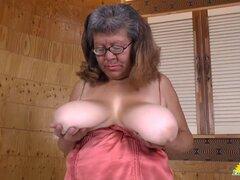 LatinChili grasa bbw chubby Brenda juguete masturbación. Madura señora Latina BBW gorda masturbándose su coño maduro con maduro