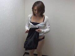 Cam de espía capturado una señora japonesa masturbada con un consolador, dulce e inocente, esta chica japonesa desnuda resultó para ser toda una puta. Cuando su masajista comienza su manguito de perforación estaba bastante contento de como se puede ver en